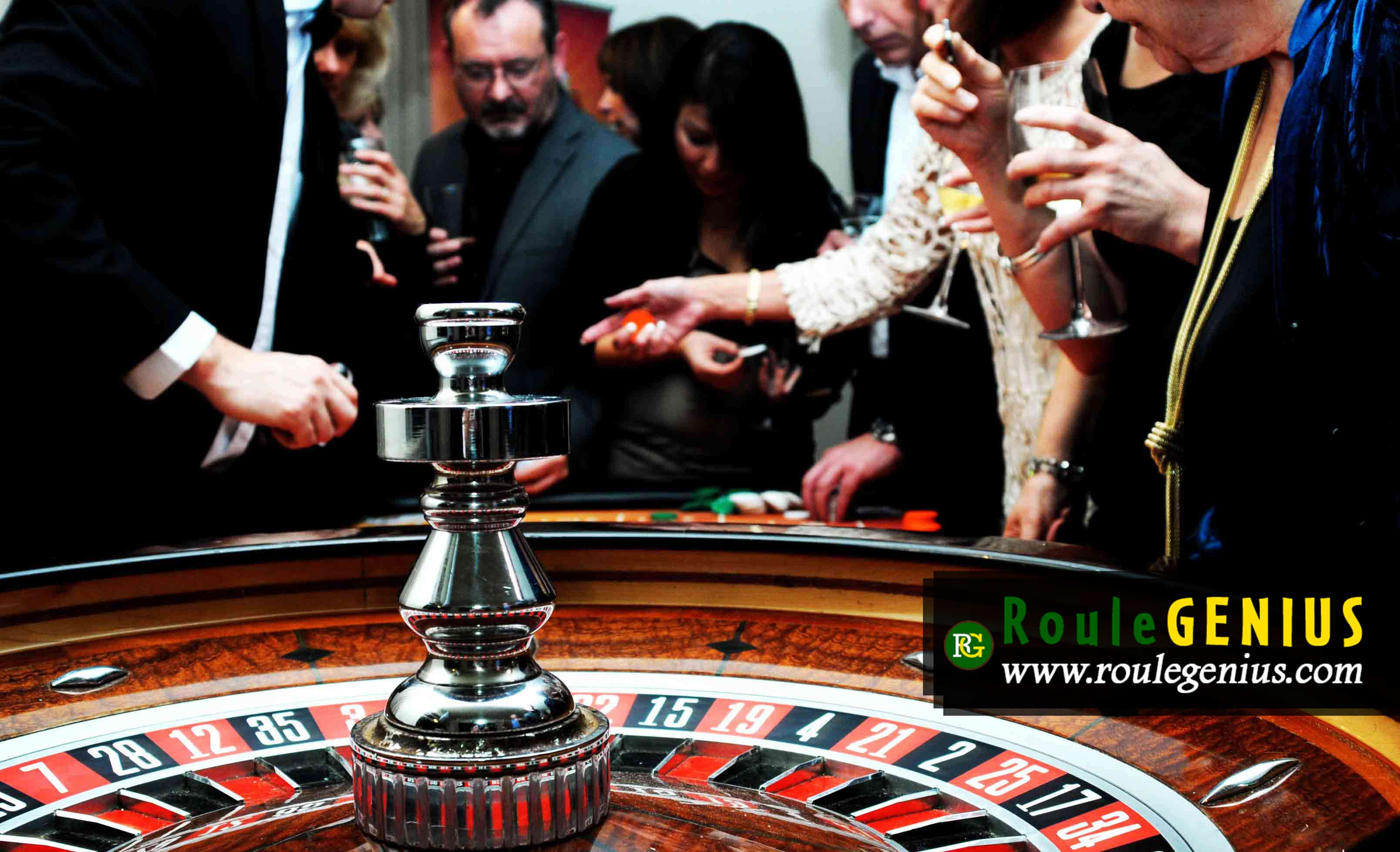 Roulette Players and Table